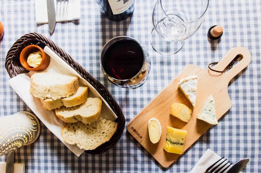 Abend für Eltern auf der Station bei Käse und Wein